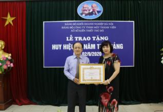 Lễ trao tặng huy hiệu 40 năm tuổi Đảng