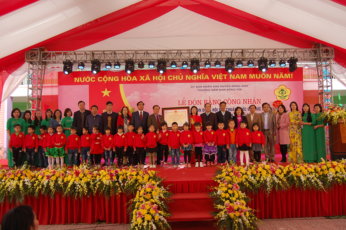 Lễ gắn biển công trình xây dựng từ nguồn thu xổ số kiến thiết tại trường mầm non Đông Hội, xã Đông Hội, huyện Đông Anh